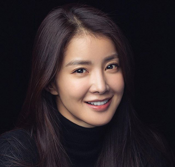 Profil Lee Si-Young